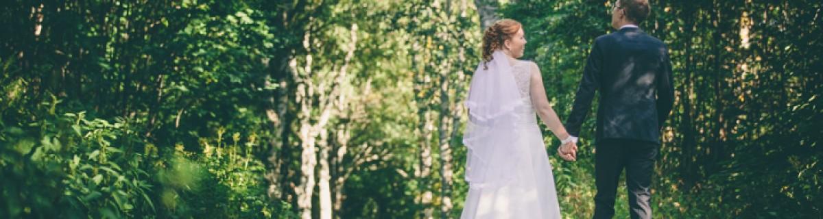 Madeleine och Anders bröllop i Backens kyrka